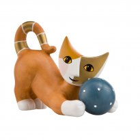 : Playing porcelain cats